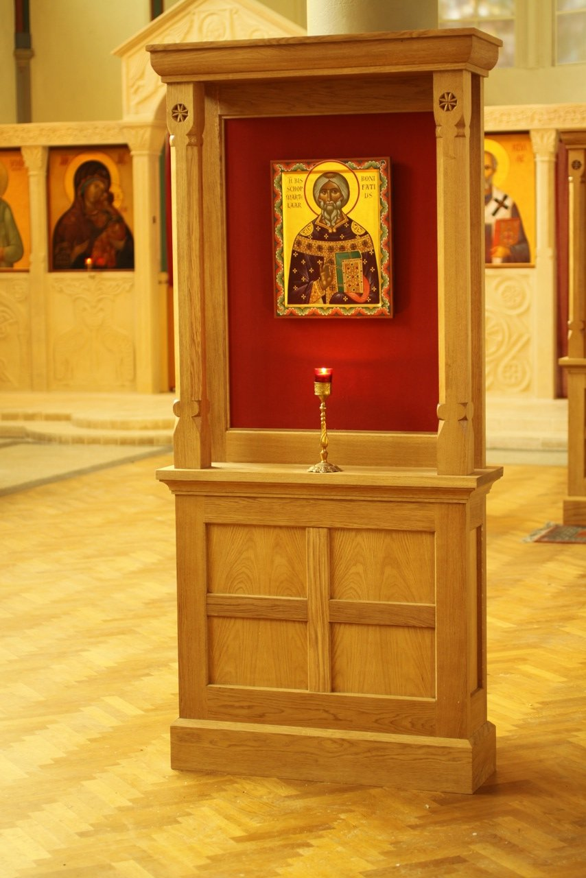 Four Icon Thones in European Oak installed in the Church of St Nicholas, Amsterdam.